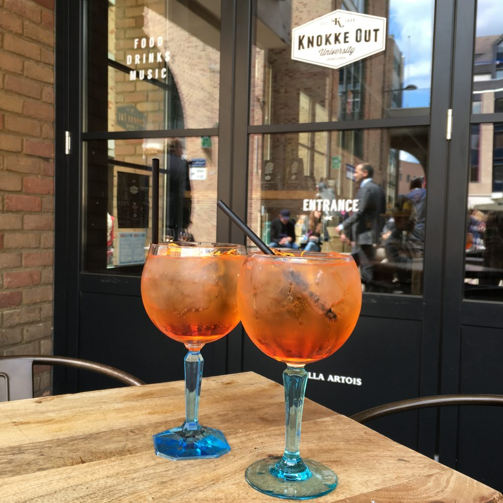 Article summer sunset spots Aperol Spritz Knokke Out